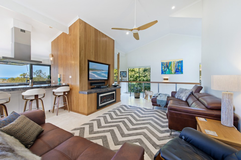 Panorama Beach House Bonny Hills living