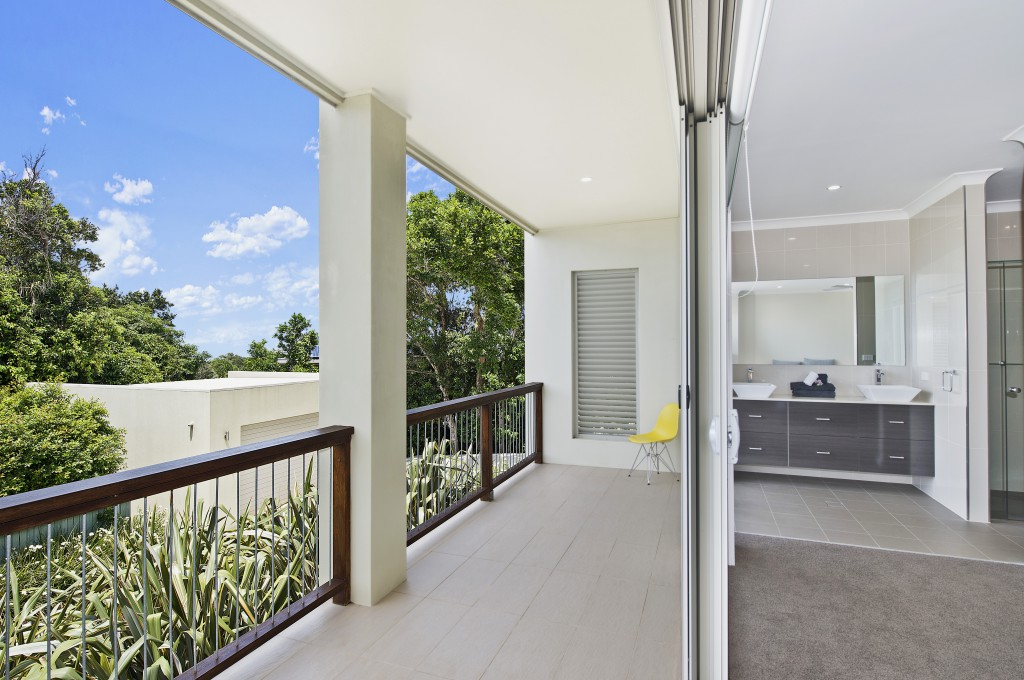Ensuite and balcony off master bedroom downstairs Kilala